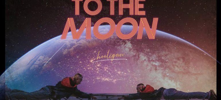 Cảm âm to the moon